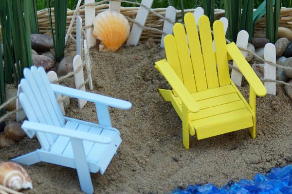 Popsicle stick fairy garden accessories - mini beach chairs